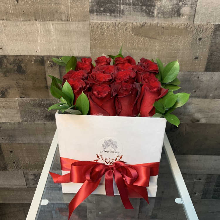 16 Red Roses Square Flower Box